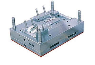 7,针筒模具结构:采用镶入法,使它镶在模具模架上,模具里的相同零件