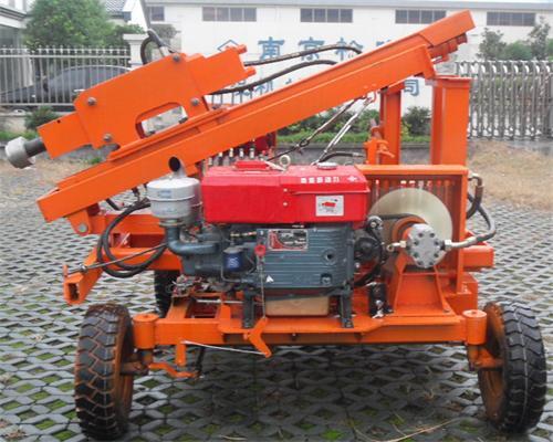 同类打桩设备有:液压打桩机,公路打桩机,护栏打桩机,公路钻孔机.图片
