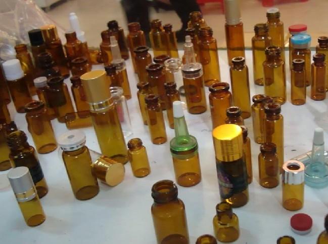 拥有多条新引进的玻璃香水瓶全自动行列机生产线,采用先进的窑炉电脑图片