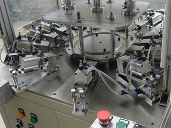 上海祁祯的核心业务是非标机械设备设计,工业机械手/机器人研