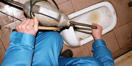 鸿博家园专业疏通马桶57241344自主城马桶维修卫生间防水改造水管