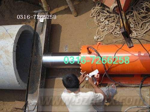 水泥管顶管机施工现场