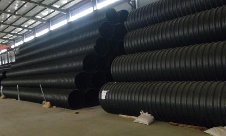 hdp饮水管管材产品hdp饮水管管材材质 本公司引进国际先进管材、管件生产线,采用进口原料组织生产,并配备了一整套一流的质检设备,是专业生产聚乙烯(DN20-DN1200)PE给水管材、管件。 东锦宇管业有限公司由乾宇集团全额投资,注册资金8158万元,占地面积200亩。公司位于山东省聊城市冠县定远寨乡工业聚集区,距冠县城20公里,聊城市区30公里,交通十分便利。集团利用当地区地理优势,预计总投资2.