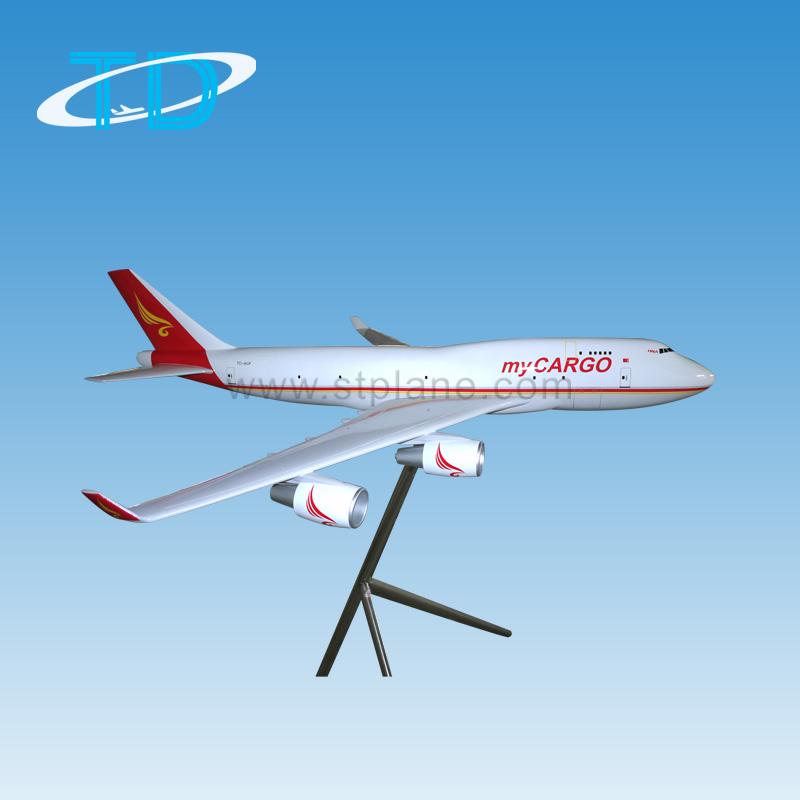 我们的飞机模型都是根据真飞机的实际比例缩小制作