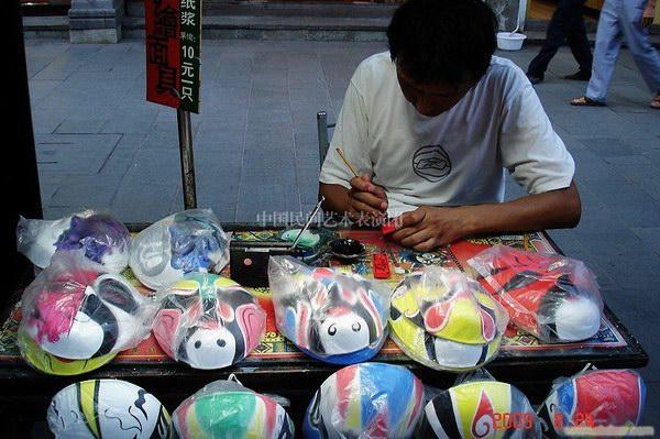 供应京剧脸谱 冰糖葫芦 骨雕工艺 米上刻字 木雕工艺图片