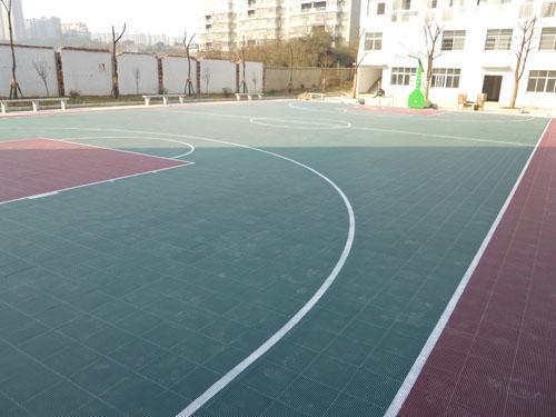 用塑胶地板铺篮球场是3.5的好还是4.5的好呢