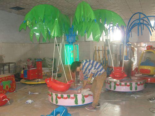 厂家直销儿童电动旋转飞鱼/广场椰子树秋千飞鱼游乐设备