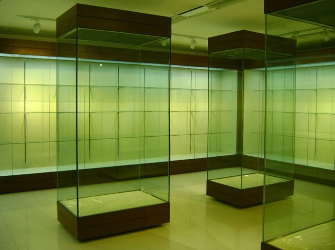 锐立展示工程有限公司有着多年的博物馆展柜设计制作经验,现已与图片