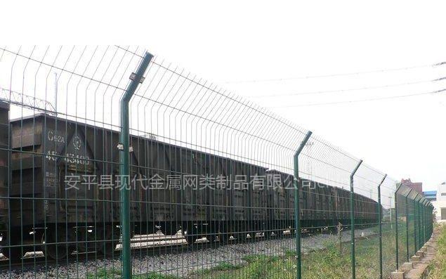 铁路护栏网-河北省安平县现代金属网类制品有限公司图片