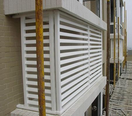 供应山东招远pvc百叶窗护栏空调罩护栏 pvc塑钢护栏网价格
