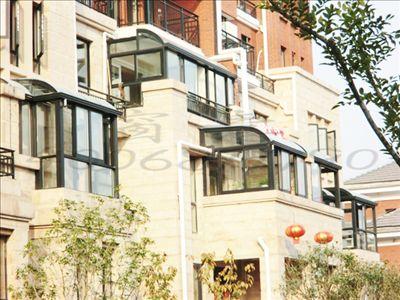 许多别墅和洋房或者高层公寓的家庭都有一个大露台,它是家中能看到