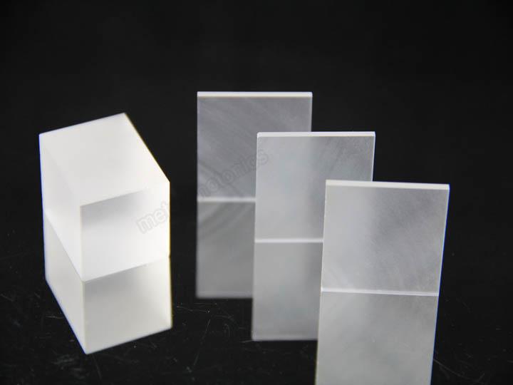 ScAlMgO4晶体是最近发展起来的一种GaN和ZnO异质外延用理想的衬底材料,是目前与GaN和ZnO晶格失配最小的新型衬底材料。ScAlMgO4晶体属于六方晶系,晶格常数a=0.3246nm,c=2.5195nm,具有菱形六面体层状结构,与纤锌矿氮化物和氧化锌的结构相似。ScAlMgO4是一种与GaN和ZnO 晶格常数和结构非常匹配的衬底材料。它与GaN的晶格失配率约为1.
