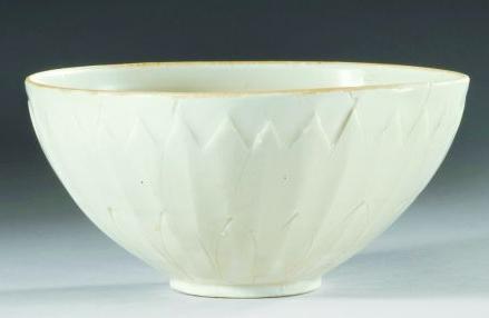 定窑瓷器除黑釉器外多数都有花纹装饰