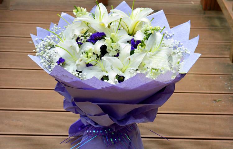 香水百合生日鲜花
