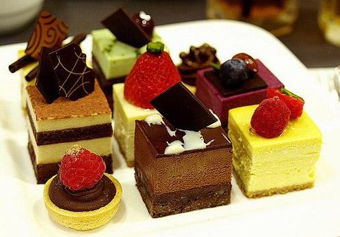 巧克力脆皮蛋糕_成品蛋糕 2015年经典欧式水果巧克力蛋糕_欧式效果图