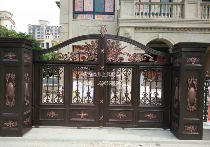 供应现代铝艺大门,别墅大门,别墅铝艺大门供应,庭院大门厂家 电话:18365636669 QQ:596988929 铝艺大门顾名思义就是铝合金大门,是采用优质铝型材制成的大门,主要用在别墅作为大门,还有庭院小区等地。铝合金型材具有强度高、耐腐蚀性强、不易变形等特点。为何有的铝合金门还没使用到一年就走了形?