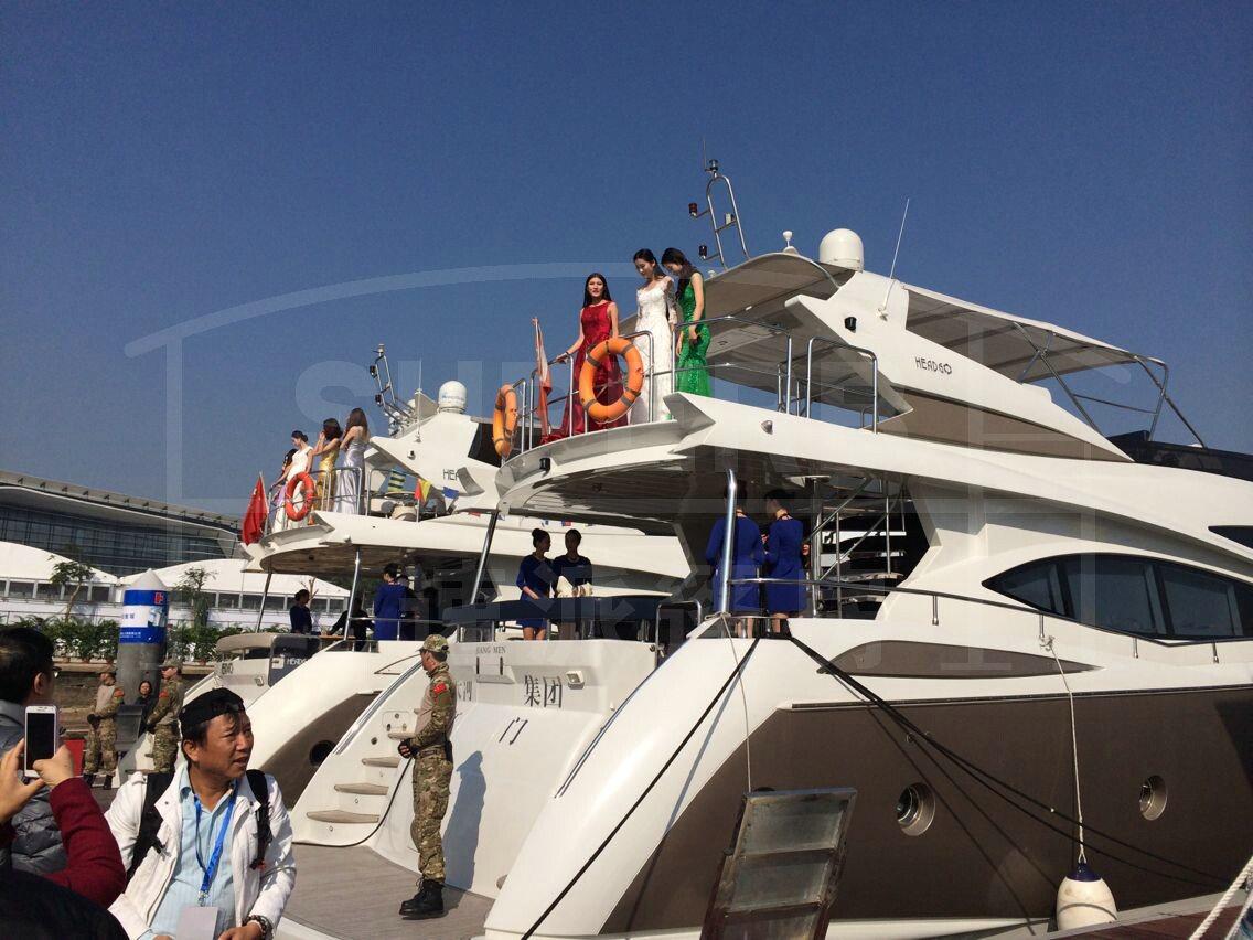 篷房携手2014年首届中国(珠海)国际游艇展 为期3天的首届中国(珠海)国际游艇展于2015年1月2日在珠海国际会展中心落下帷幕,展期3天共有3万余次人参观,其中参观游艇码头近1.5万人次。作为游艇展专业供应商,速派篷房凭借着拥有16年篷房经验的专业团队和过硬的技术核心管理、创新研发的理念,以*完美的精神面貌,助阵2015年首届中国(珠海)国际游艇展,成为游艇展篷房指定的供应商。 本届游艇展集中展示了我市以及佛山、深圳、上海、香港、澳门等地近百家企业的风采。在会展现场争奇斗艳的中外游艇令参观者大开眼界。现