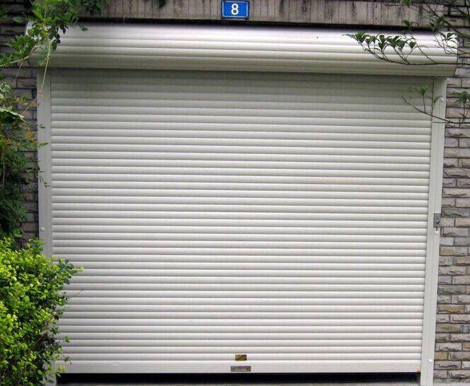 维修,安装各种厂房卷帘门,电动卷帘门,水晶卷帘门,快速卷帘门,消防门