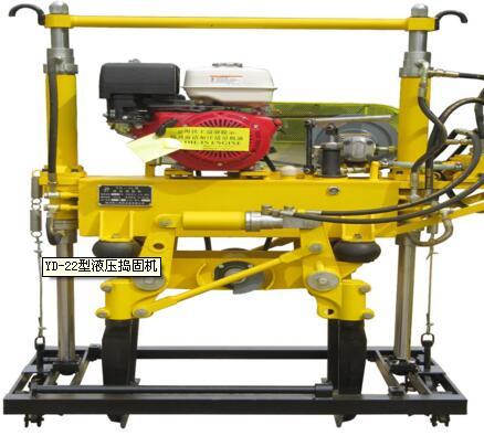 如在作业时遇到液压系统故障,可以采用手动液压泵工作,安全快速下道图片