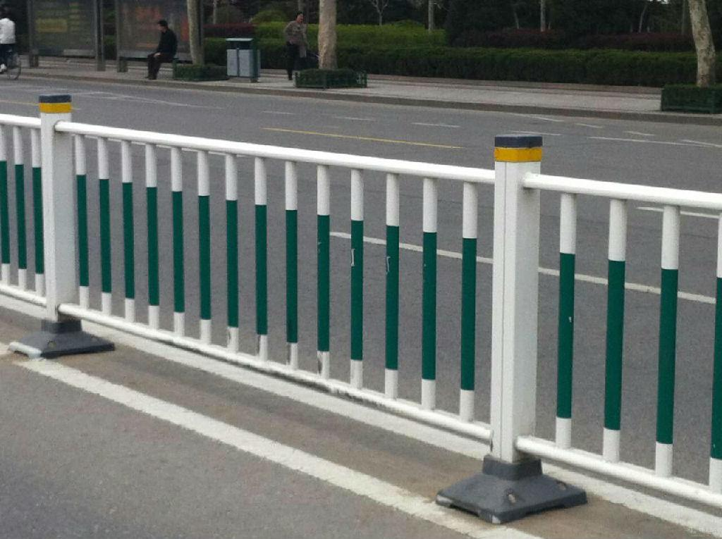 供应锌钢道路护栏