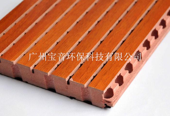 办公室隔音装修材料/木质吸音板规格/槽木吸音板价格 产品型号规格 木质吸音板由饰面、芯材和吸音薄毡组成。芯材为16mm或18mm厚的进口MDF板材。芯材的正面贴有饰面,背面粘贴德国科德宝黑色吸音薄毡。根据客户的要求,饰面有各种实木贴面、进口烤漆面、油漆面和其它饰面。 槽木吸音板简介:规格2440*128*(12、15、18)MM,型号(28/4、59/5、14/2、13/3),颜色(上百种颜色可供选择),价格(15MM现货价格:58元/平米,) 木质吸音板的特性: 木质吸音板是根据声学原理精致加工而成,既