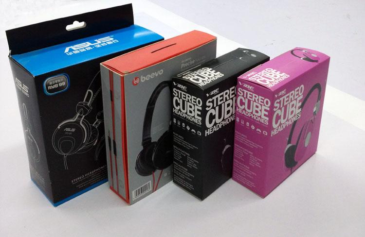 此印刷产品为:数码产品包装盒 耳机彩盒印刷 高档纸质包装彩盒定做 材质为:单铜纸,表面工艺可过亚胶、光胶、烫金、烫银、击凸等。 可定制各种材质、尺寸、袋型,个性化定制,印出专属于你自己特色的手提袋,提高产品档次。 以下是我司介绍: 东莞市东盛印刷有限公司成立于2003年,经过多年的不断进取与蓬勃发展,目前拥有一支高素质的专业人才队伍。公司集设计、印刷、印后加工于一体,着力于打造东莞现代印刷行业新的典范。公司主要承印彩盒、开窗彩盒、不干胶标签贴纸、彩卡纸卡、吊牌、手提袋、说明书及各种手工盒定制。 公司是小米