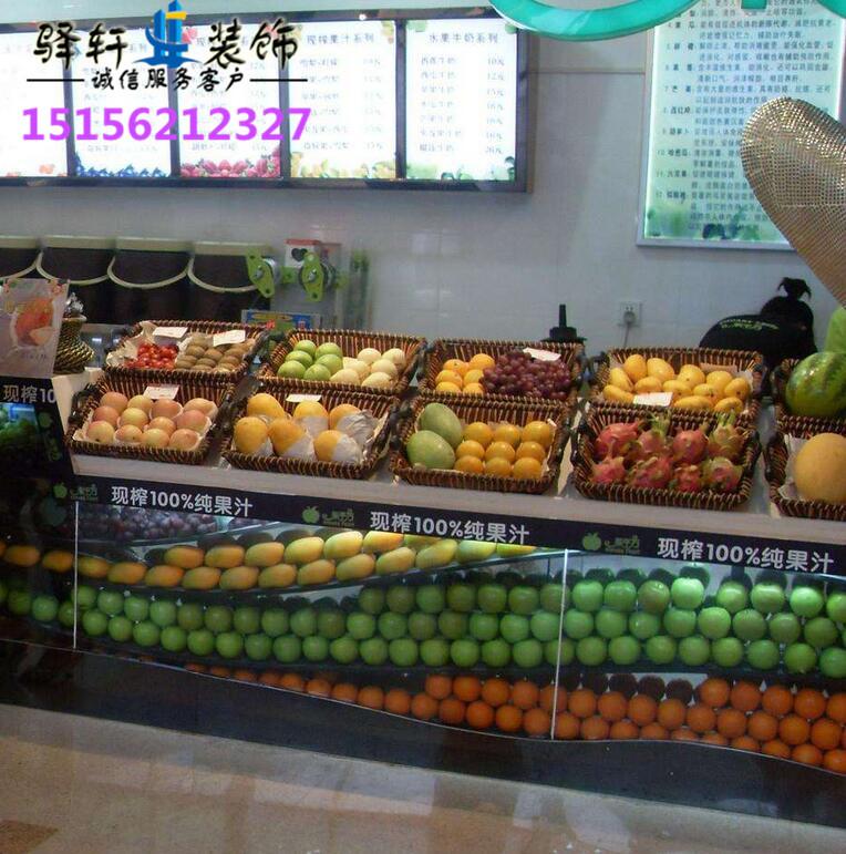 关于水果店装饰布局,新鲜有活力,水果都亮丽四射,店面不宜过大(意味着水果品种和量都需要很多,不宜)水果周围多用些颜色比较亮丽的树叶做衬托出水果原有的颜色,这方面可以多逛逛如家乐富之类的大超市看看。合肥水果店装修、水果超市装修、零食店装修公司驿轩装饰小编向您介绍一下水果店装修设计及合肥水果店装修有哪些装修注意事项?