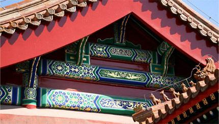 天津古建彩绘公司金龙和玺的整组图案以各种姿态的龙为主要内容.