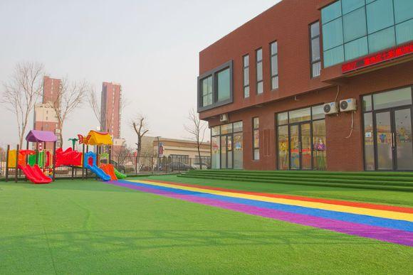 在田径场,足球场,篮球场,网球场,幼儿园专业从事各种用途pvc地板,悬浮