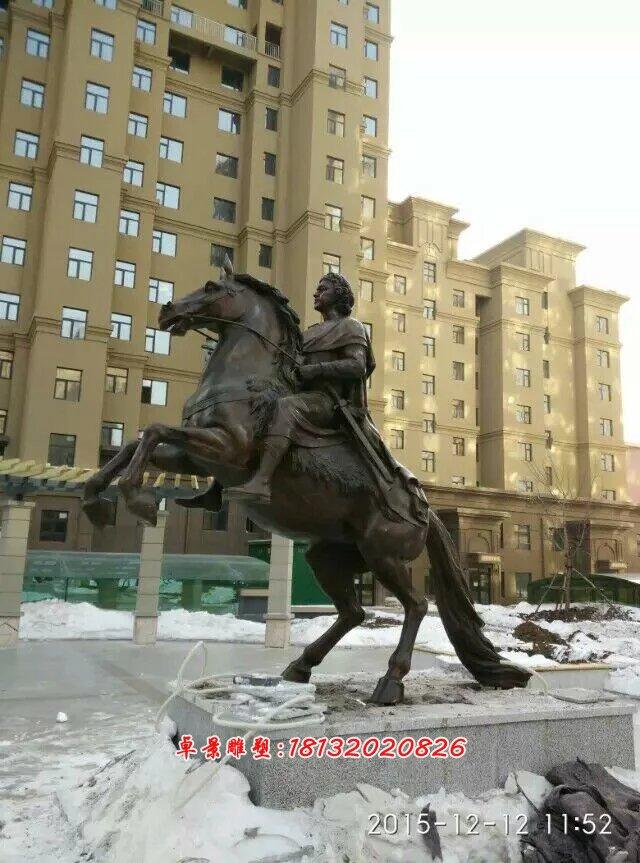 欧式铜人骑马像雕塑,小区欧式景观雕塑