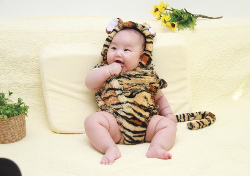 婴儿百天照全家福照片 图片合集