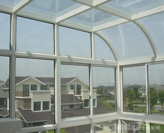 钢结构阳光房对于创意,大小和造型没有任何限制,所有的建筑物,从简单