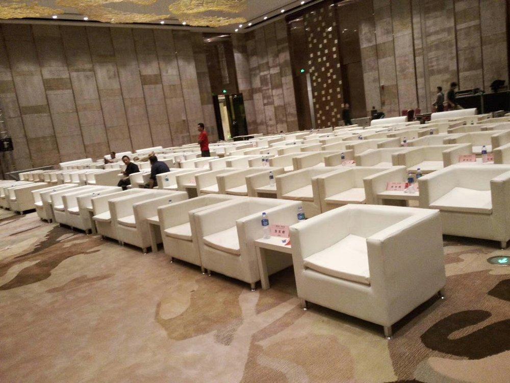 北京智诚时代会展家具租赁有限公司是从事家具租赁一站式的现代化租赁有限公司,公司同时发展连锁公司,覆盖上海、北京、海南、广州等各地区、专为各种大型晚会、 商务会展,商务活动,公司年会、企业开张、校庆、各种展览活动提供家具租赁服务。家具的租赁和布置,公司本着顾客至上、信誉第一的理念,做到让您称心、放心,一站式服务让您无后顾之忧!