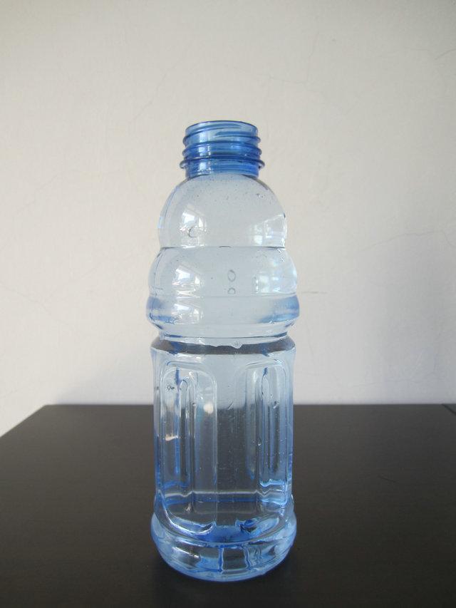康师傅蓝色矿泉水瓶图片