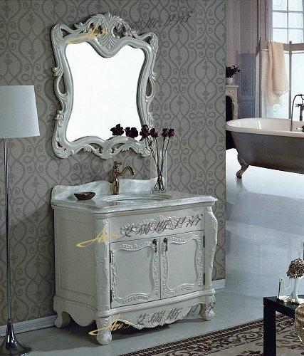 享受柜族生活仿古浴室柜 1、仿古浴室柜造型华丽的镜面设计: 仿古浴室柜采用欧式的设计风格,仿古浴室柜曲线的柜体造型散发着浓厚的古典气息。这套仿古浴室柜整体采用实木制成,仿古浴室柜精细的雕刻、仿古浴室柜金银箔的喷漆,仿古浴室柜都彰显出奢华、仿古浴室柜精致的生活品质。