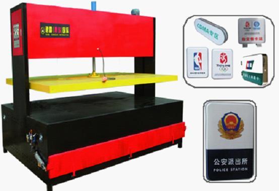 青岛速霸是生产亚克力吸塑机器的专业性厂家。速霸亚克力吸塑机具有动力强大、操作简单、节能、实用的特点:1.SUBA-CNC亚克力吸塑机采用先进的液压传动技术,高压缸及液压站组成强大的液压传动系统,并配有先进实用、易于掌握的电路控制系统,使浮动板安全、平稳;*大压力可达到5吨,比丝杆和气压传动压力大2-3倍,让亚克力吸塑机使用寿命长。 2.