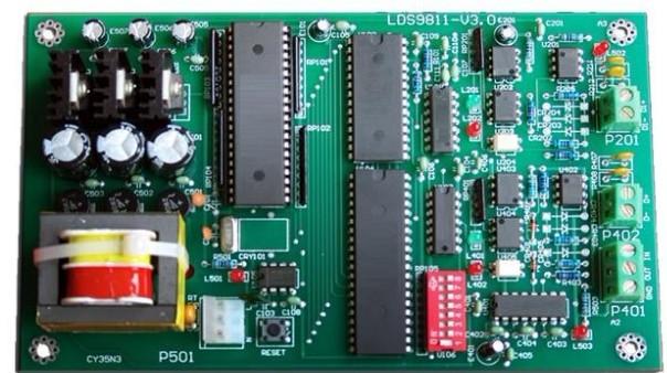 在通信、电力领域的通信机房、变电站场所,要求使用专用柜式空调,并提供远程通信功能。 大金VRV监控是为实现空调机远程监控而设计的专门化模块,大金VRV监控提供一个标准的RS232/RS485串行接口。借助大金VRV监控,用户可将空调机升级成智能设备,使这些空调产品能适应行业标准要求,方便地通过计算机串口远程监控空调机,实现遥测、遥信、遥调、遥控四遥功能,增强其市场竞争力。 通过增加大金VRV监控,空调机具有以下功能: 远距离监测 可监视每台机房空调的运转状态及设定温度等 远距离控制 可远距离开/关机,可