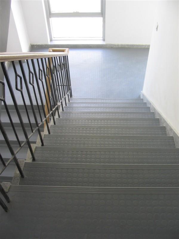 山东塑胶地板,山东运动地板,山东橡胶地砖,山东塑胶楼梯踏步.
