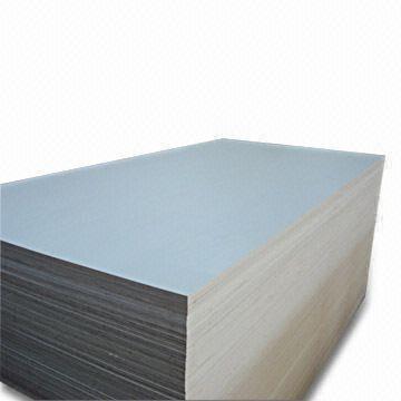 大白木贴面胶合板  该产品用旋切单板经过涂胶
