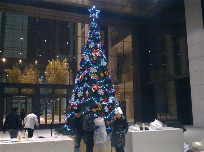 供应【大型15米豪华圣诞树-北京10米框架圣诞树】加密圣诞树直销-可订仿18612270835 精品促销北京框架圣诞树制做(北京圣诞树租赁)北京大型圣诞树安装服务 北京框架圣诞树制做(北京圣诞树租赁)北京大型圣诞树安装服务 北京框架圣诞树制做(北京圣诞树租赁)北京大型圣诞树安装服务 精品促销北京框架圣诞树制做(北京圣诞树租赁)北京大型圣诞树安装服务专业装饰设计制作圣诞节春节节日用品,装饰制作设计大型圣诞场景,制作大型圣诞树,发光圣诞灯画,发光圣诞雪花,发光圣诞动物造型灯等等,可以按图样制作各种铁艺发光造