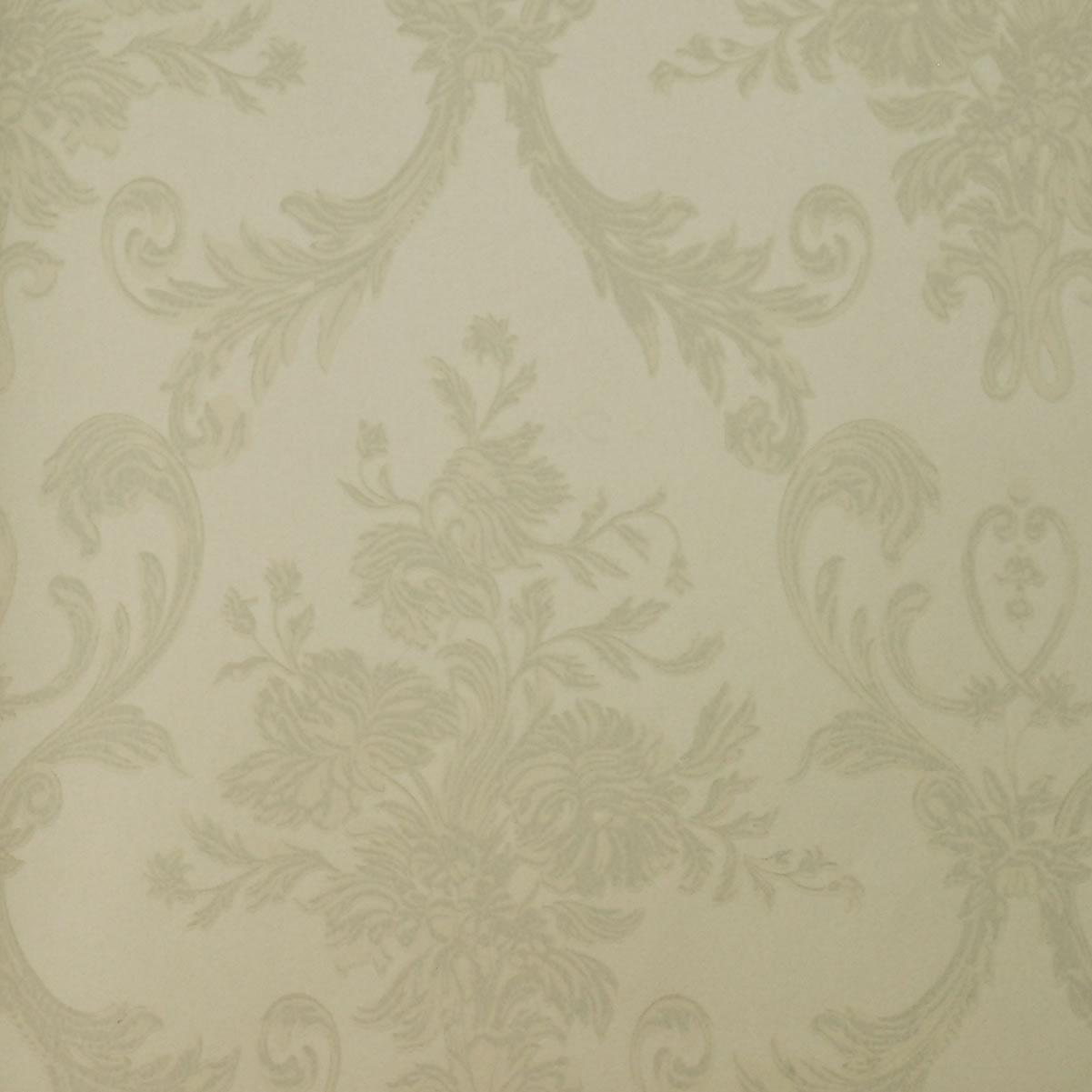 供应威海墙纸_威海墙纸报价_威海墙纸批发商_威海墙纸_威海墙纸报价_威海墙纸批发商 墙纸的发展趋势 有人戏称墙纸、墙布是墙面的时装,这一点也不夸张,因为它往往和时装一样代表时代的潮流,反映人的个性,表达人们对美丽和舒适的追求。在设计师和工艺师们的共同创新下,应用新的技术和设备,现有的墙纸、墙布产品已具有款式丰富、色彩缤纷、肌理鲜明、质感柔和、吸音透气、不易爆裂、裱贴简单、更换容易和可用水清洗等等优点,并根据需要做成阻燃、抗菌、抗静电等环保特殊功能产品。它的色彩、图案、质感都可以通过精心设计,更加适应各种