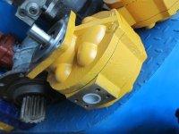 主副溢流阀,齿轮泵,液压泵配油盘,泵胆,柱塞,液压泵调节器,电磁阀图片