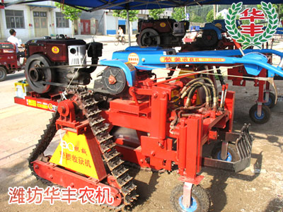 出姜机,鲜姜收获机利用手扶拖拉机为动力,增加挖掘装置和液压提升系统图片