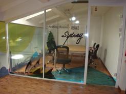 供应玻璃贴,透明贴,磨砂贴,反光贴,单透贴等广告贴类图片