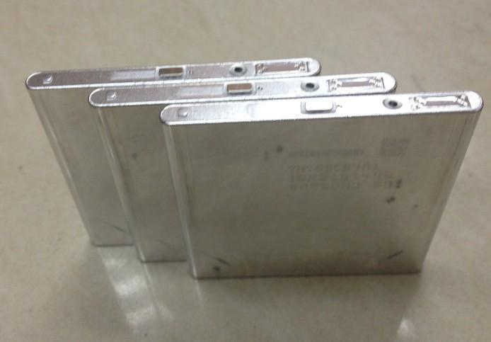 电池名称:全新原装三星515159-16500mah锂电池 标称容量:1650mAh 标称电压:3.7V 内阻:60毫欧以下 充电方式:恒流恒压(4.2V) *大充电电流:1CmA (1650mA) *大放电电流:2CmA (3300mA) 充电时间:标准3hrs,快速2.5hrs 电温度:20C~ +60C 重量(大约):48g 尺寸:5.1(厚度)*51(宽度)*49(长度)MM 18650: 三洋2000mah/2200mah/2600mah(原包装) 三星2200mah/2600mah/2800
